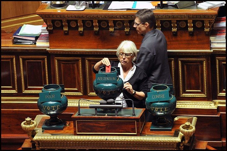 В понедельник французский сенат одобрил положение законопроекта о пенсионной реформе