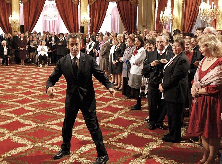 Президент Франции Николя Саркози принял участие в церемонии награждения матерей в Елисейском дворце в Париже в пятницу