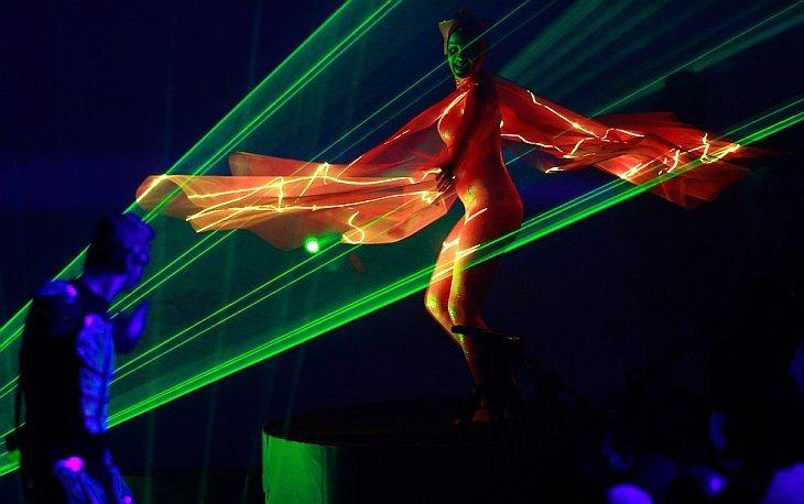 Лазерное шоу на церемонии закрытия 19-х Игр Содружества в Нью-Дели, Индия, четверг, 14 октября 2010