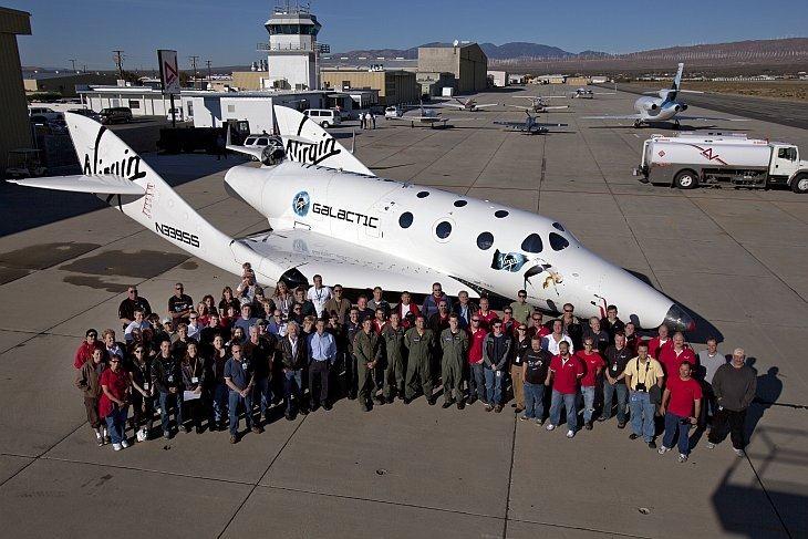 Американская компания Virgin Galactic сообщила об успешном завершении первого пилотируемого полета туристического космического корабля