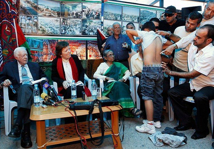 Бывший президент США Джимми Картер, Верховный комиссар ООН по правам человека Мэри Робинсон и индийский активист Эла Бхатт