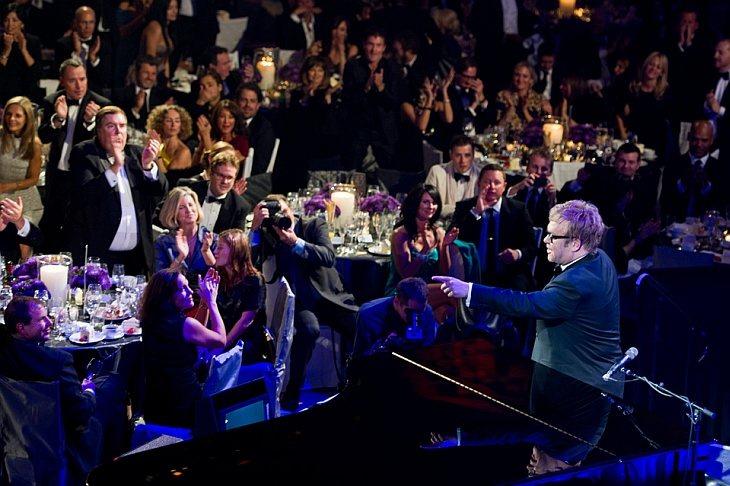 Элтон Джон выступает на церемонии Enduring Vision в Нью-Йорке