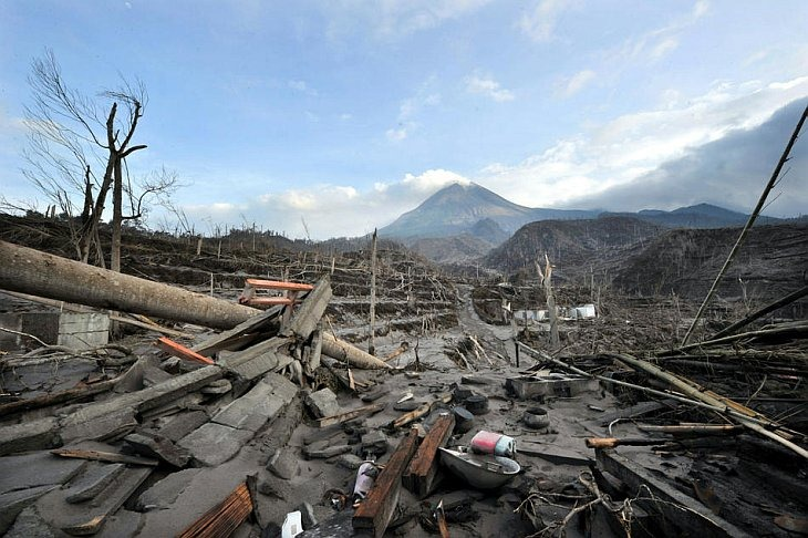 Разрушенная деревня Кинареджо от извержения вулкана Мерами