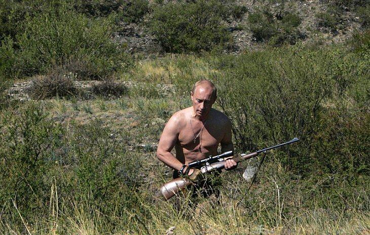 DECADE-RUSSIA-PUTIN-HUNTING