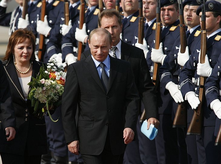 G8 Gipfel Heiligendamm Foto:  Ankunft des Russischen Praesidenten Wladimir Putin mit Gattin Ludmila Alexandrowna Putina  Rostock, 06.06.2007 Fotograf: Hans - Christian Plambeck / HCP