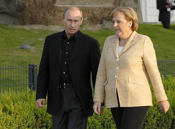 G8-Gipfel Heiligendamm 05.06. bis 08.06. 2007 :  Gang zur SeebrŸcke  Putin, Merkel