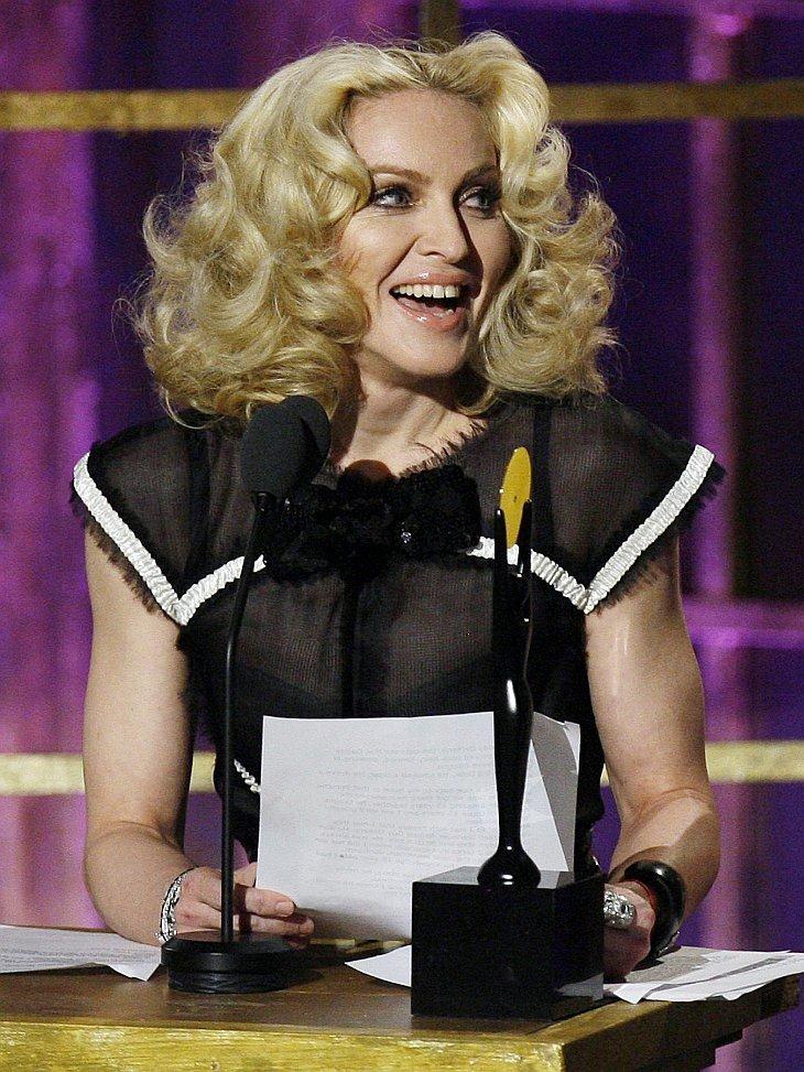 Певица Мадонна на сцене