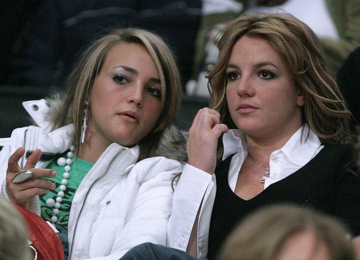 Бритни Спирс (справа) и ее сестра Джейми Линн Спирс