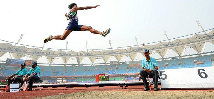 Harikrishnan из Индия в квалификации соревнований по прыжкам  в длину на XIX играх Содружества 8 октября 2010 года в Нью-Дели.