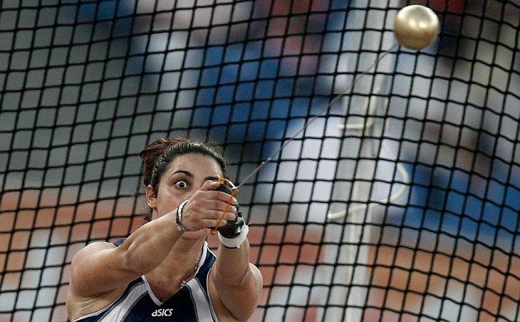 Параскеви Теодору c Кипра в женском финале соревнований по метанию молота на Играх Содружества в Нью-Дели 7 октября 2010 года