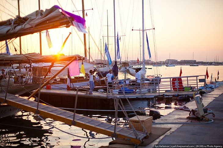 Яхты в Каннах