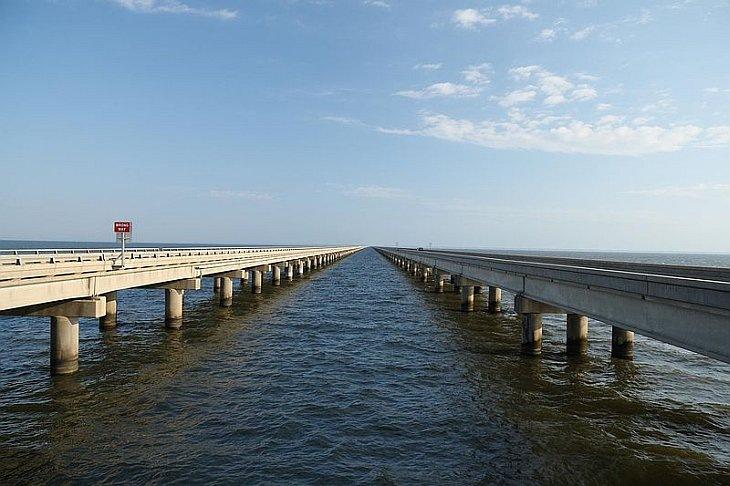 Мост через озеро Понтчартрейн, Луизиана, США