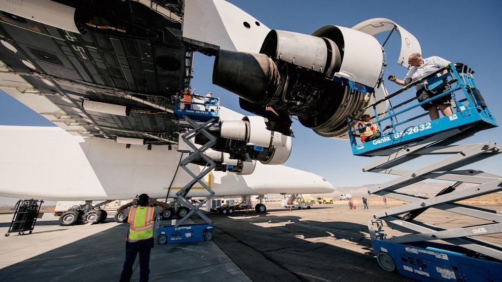 Stratolaunch — самолет для запуска ракет