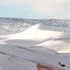 В пустыне Сахара выпал снег.