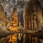 Внутри самой большой в мире пещеры Шондонг